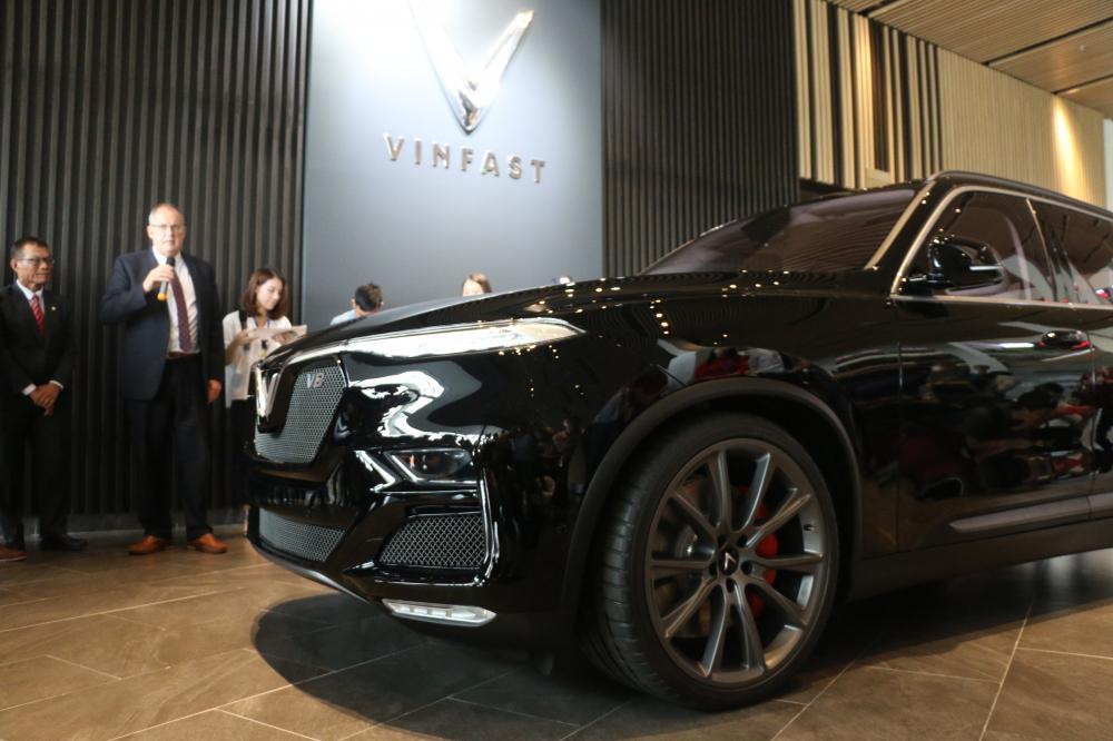 Cận cảnh mẫu SUV VinFast V8 tại VinFast Miền Nam