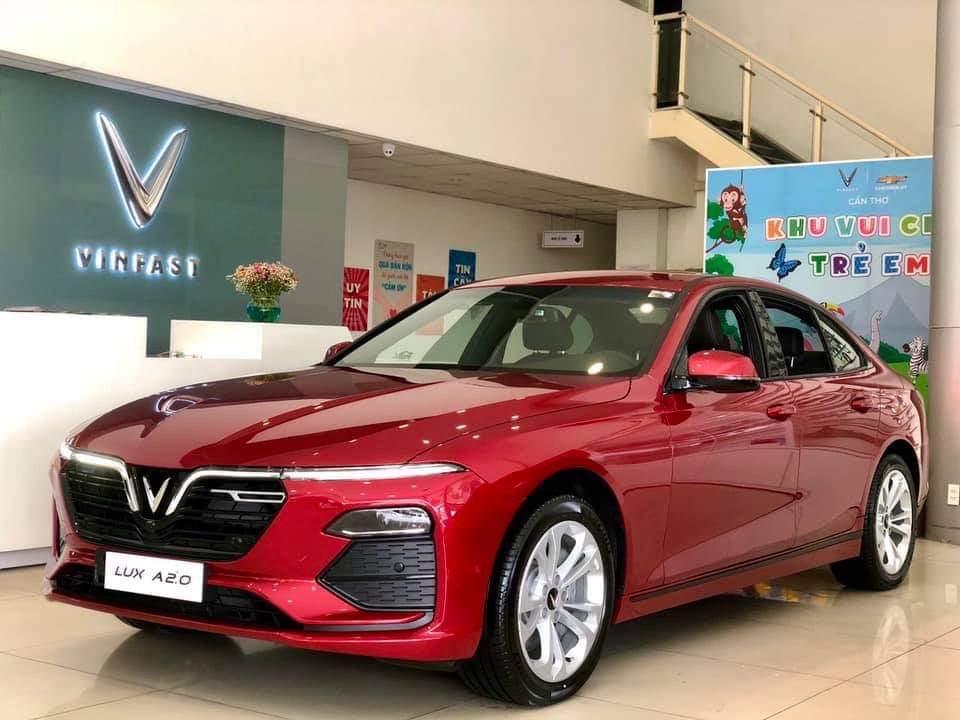 VinFast Lux A2.0 tiêu chuẩn màu đỏ