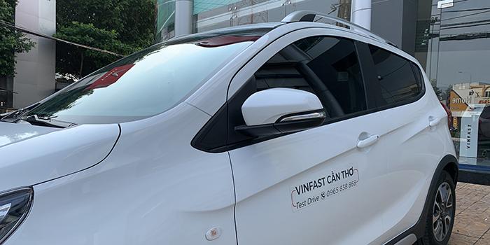 Gương chiếu hậu của VinFast Fadil có chức năng chỉnh điện, gập điệp,tích hợp đèn báo rẽ và sấy gương