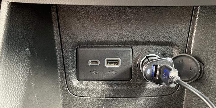 2 cổng USB trên VinFast Fadil Plus