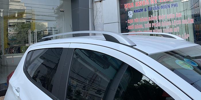 VinFast Fadil là dòng xe duy nhất được trang bị thanh giá nóc thể thao trong phân khúc hạng A