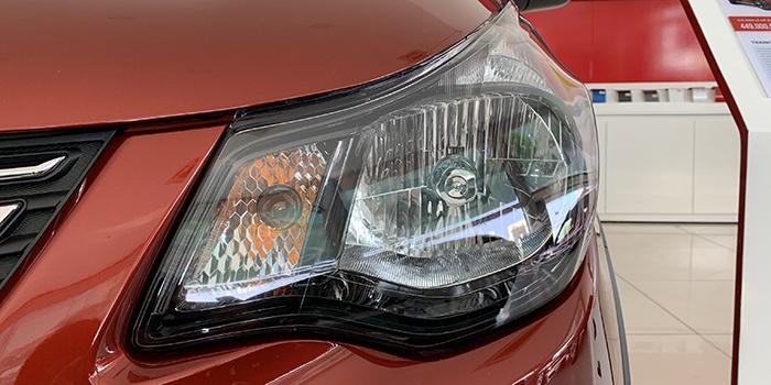 Đèn pha của VinFast Fadil có thiết kế cứng cáp và chắc chắn