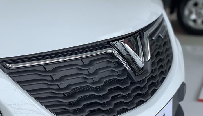 VinFast Fadil tiêu chuẩn có phần đầu xe mang phong cách việt nam
