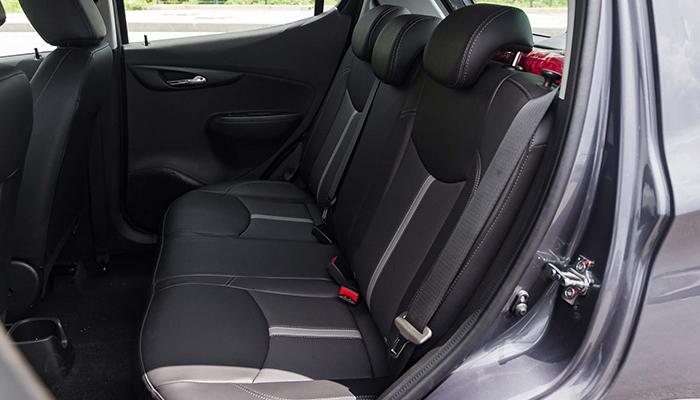 băng ghế sau xe VinFast Fadil tiêu chuẩn có độ ngã lưng vừa phải